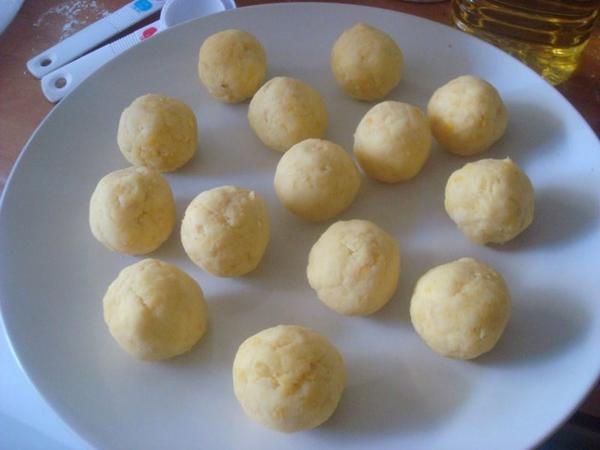 Làm bánh bột lọc với nhân đậu