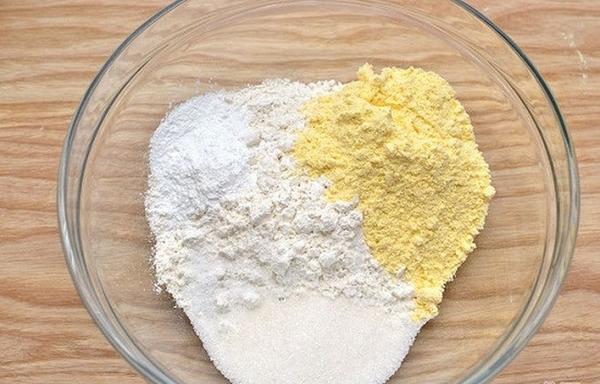 Trộn bột hạnh nhân và bột mì