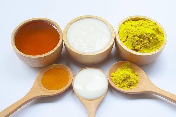 Tác dụng của mặt nạ nghệ sữa chua mật ong