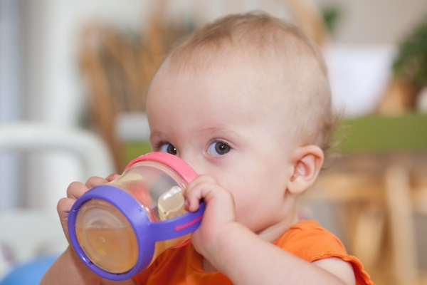 Cho trẻ uống nước yến đúng thời điểm để đạt hiệu quả nhất