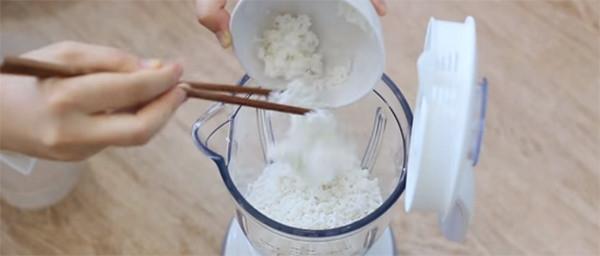 Làm bột bánh căn