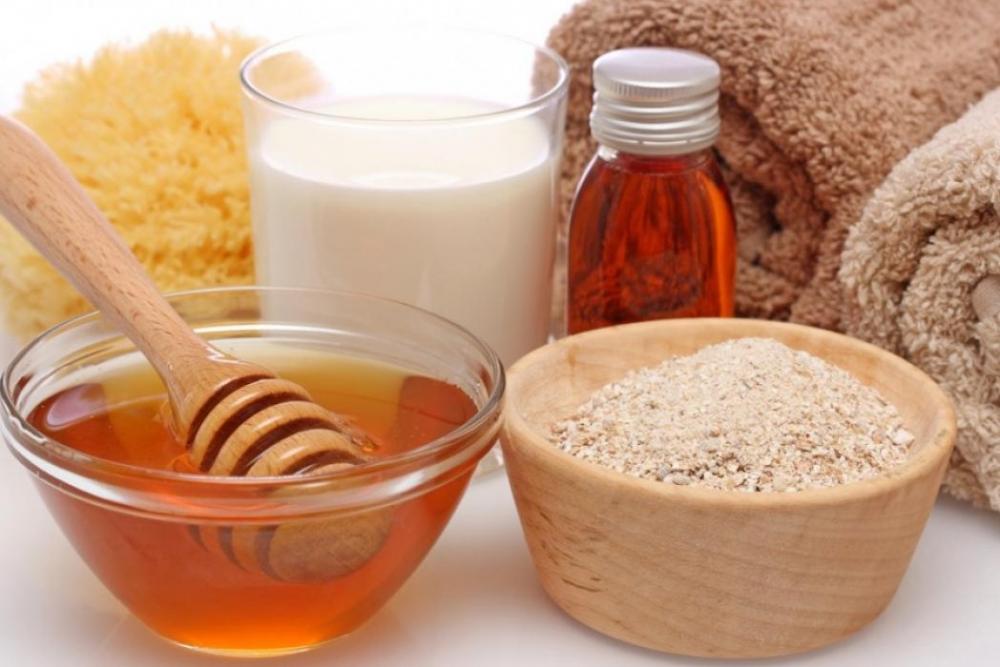 Cám gạo kết hợp mật ong và sữa tươi dưỡng da sáng đẹp