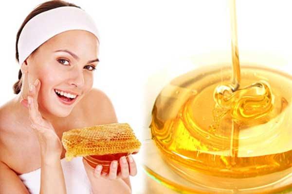 Mật ong không chỉ giúp tẩy tế bào chết mà còn chăm sóc da rất tốt