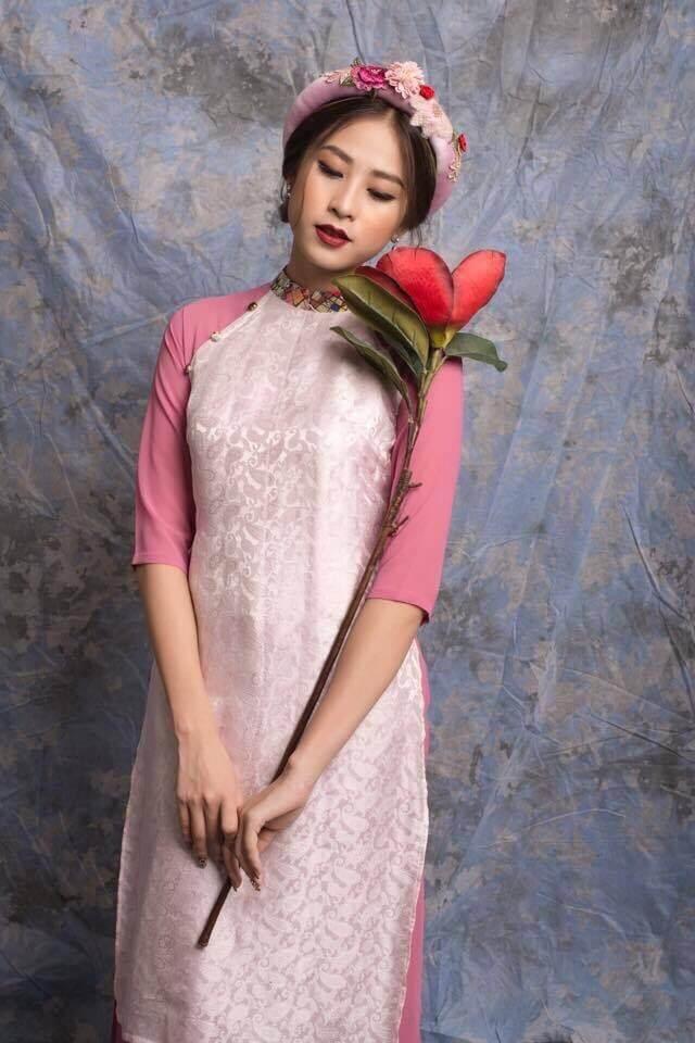 áo dài gấm cách tân hồng