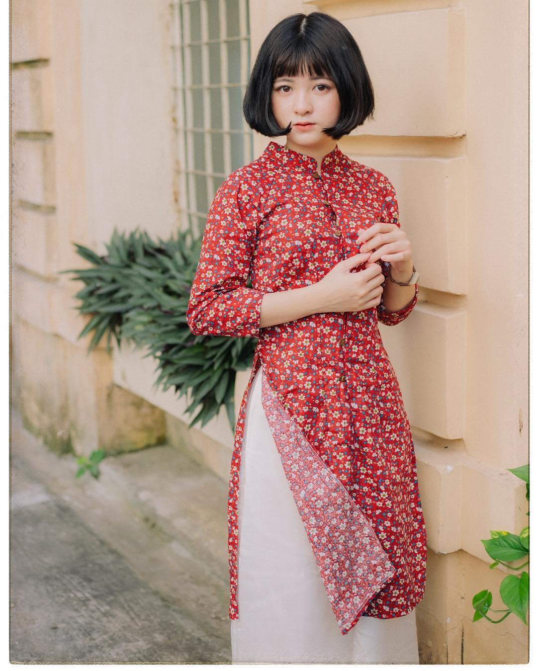 áo dài hoa nhí với váy hoặc quần lửng