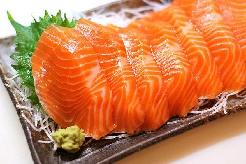 Ăn cá hồi giúp nâng cơ mặt.