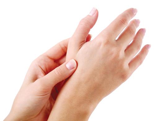 Nổi tàn nhang trên tay phải làm sao?